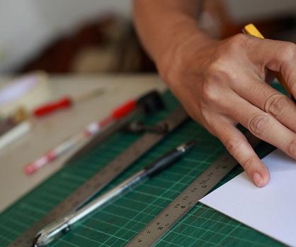 出来上がったデザインを元に型紙を製作。